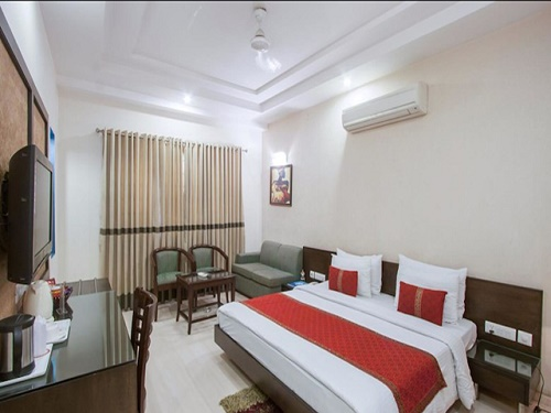 Double Bed Room Booking at 3 Star Hotel Marina in Delhi